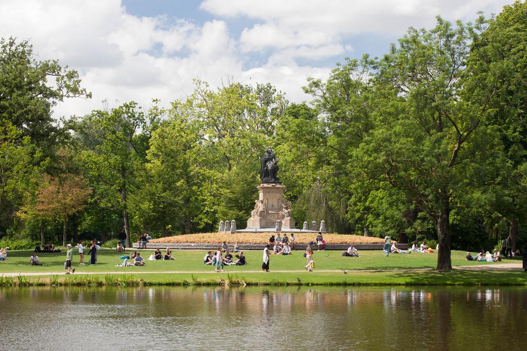 Vondelpark standbeeld