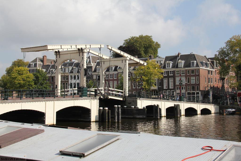 amsterdam skinny bridge